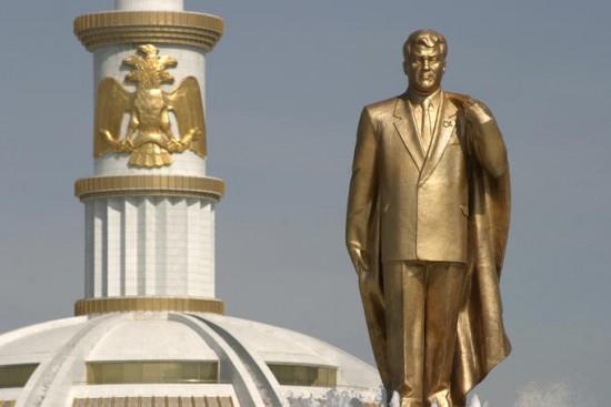 niyazov gold statue
