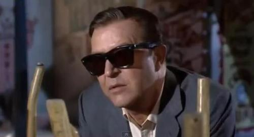 The Man With the X-Ray Eyes (1963). Roger Corman, dr.
