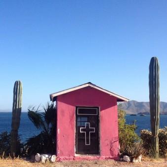 Descansos -- roadside shrine, Baja California 2014. (photo : Morosecupcake).