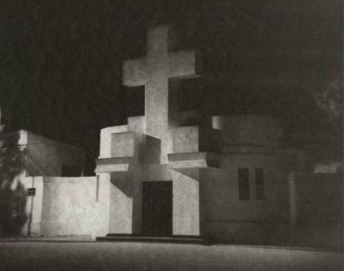 Francisco Salamone, architect. Cemetary Tres Lomas. Esteban Pastorino Díaz, photography.