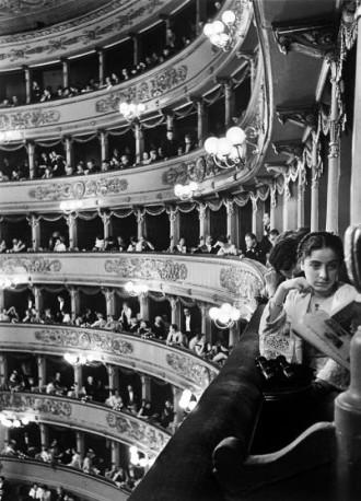 Alfred Eisenstaedt, photography. (La Scala, Milan, 1934).