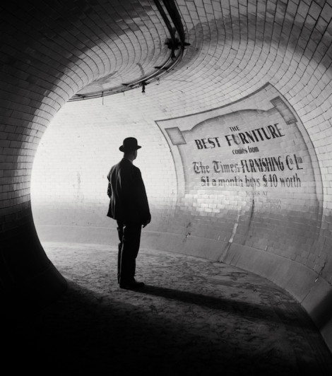 E.O. Hoppe, photography. (British Museum Station, London, 1937)