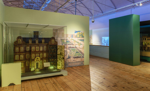 Victoria & Albert Museum. Small Stories; History of Dollhouses. 2016.